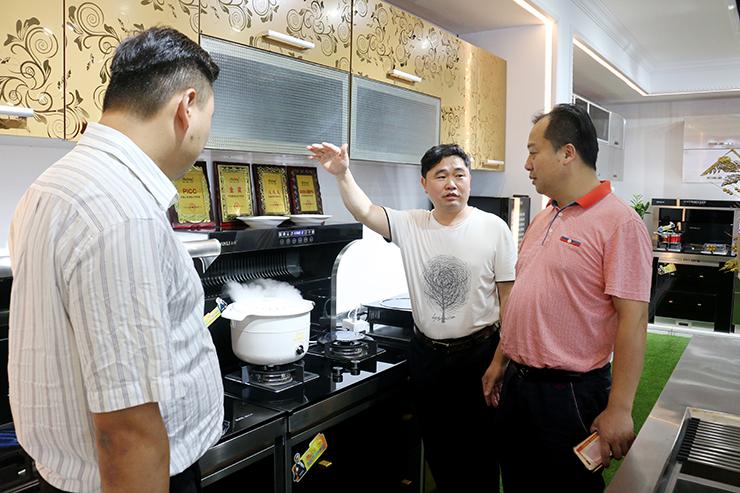 广东中外名酒行有限公司执行董事杜永建一行莅临金利公司参观考察